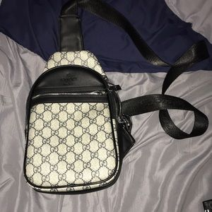 Other - Gucci side bag